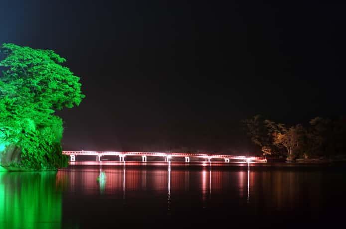 ライトアップされる福浦橋