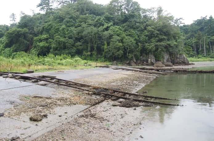 鮫ヶ浦に続く線路