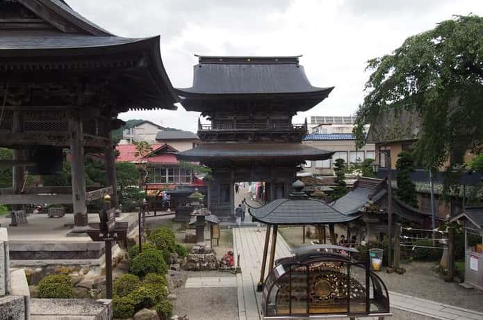 西方寺 境内