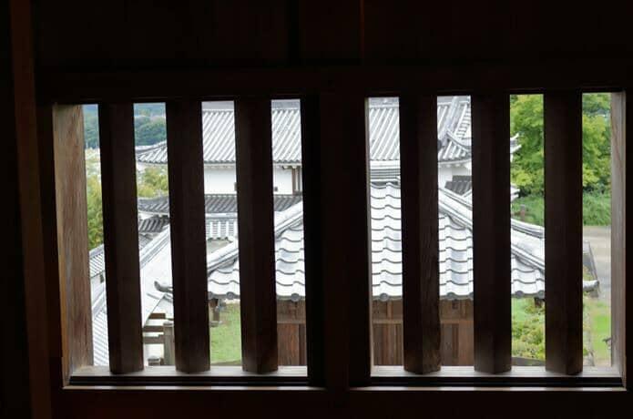 白石城内部の格子窓