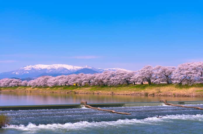 白石川 韮神堰と蔵王連峰