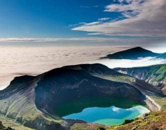 蔵王の御釜と雲海