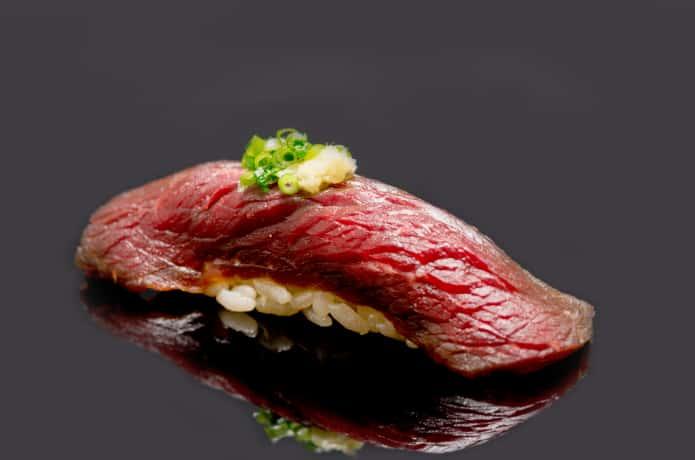 クジラ肉の鮨