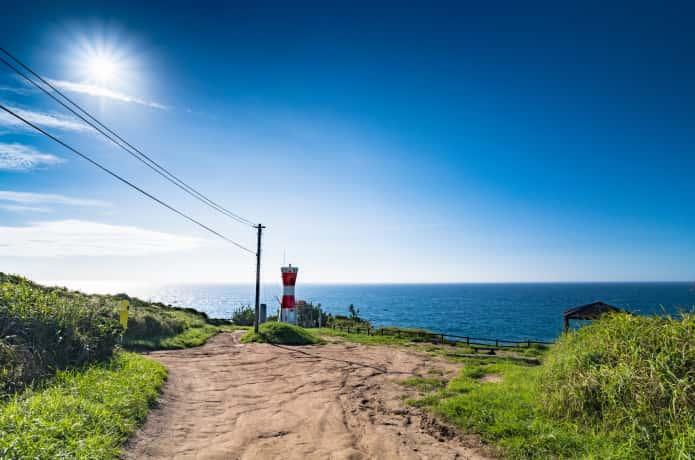 網地島と赤い灯台