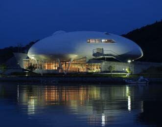 夜の石ノ森萬画館