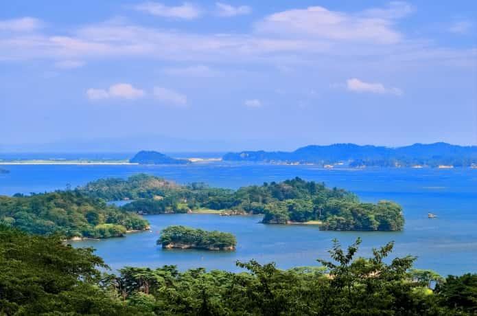 西行戻しの松公園から見下ろす松島