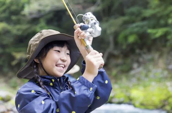 釣りをする子供 イメージ