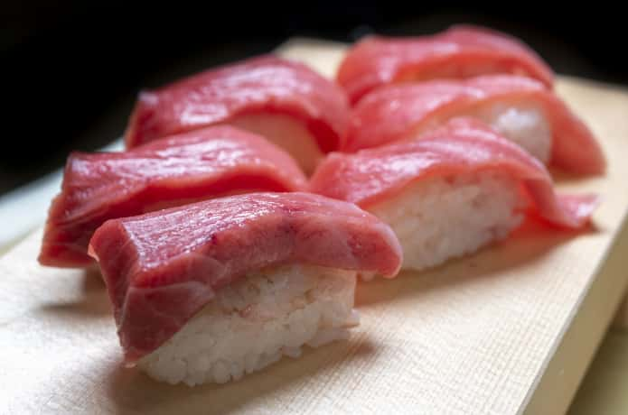 マグロ 寿司 イメージ