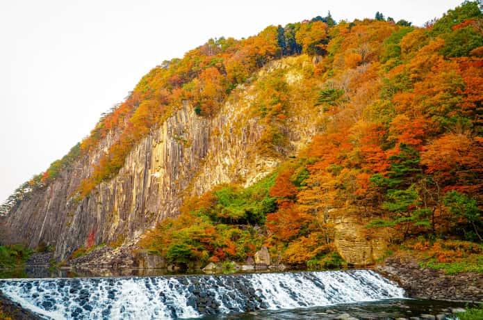 材木岩と紅葉