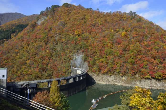 紅葉と鳴子ダム
