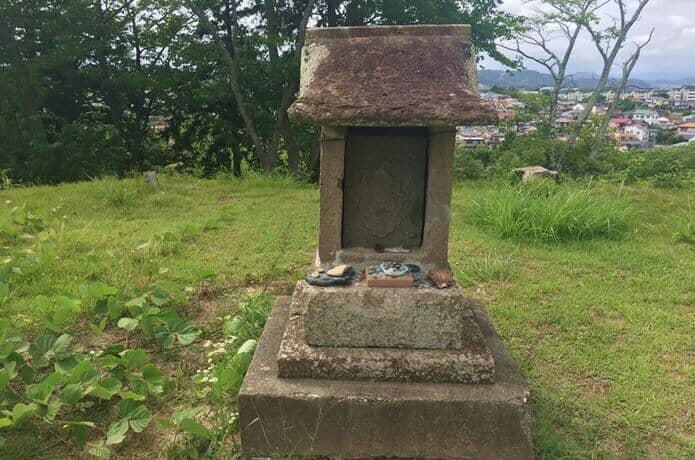 雷神山古墳にある祠