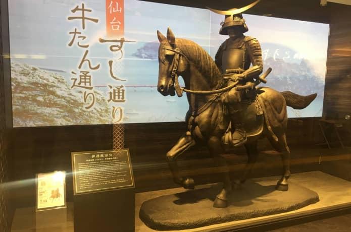 仙台駅 牛タン通り 伊達政宗公の騎馬像