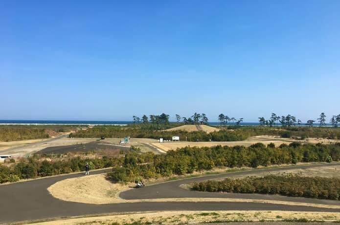 千年希望の丘と太平洋 岩沼市