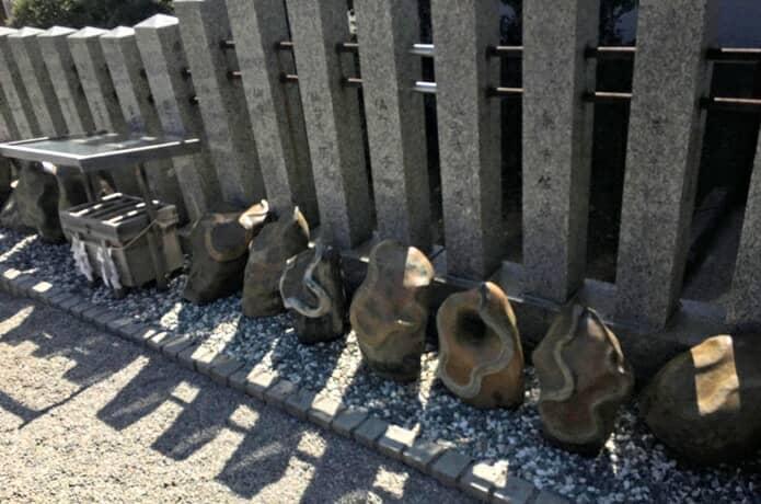 金蛇水神社 蛇石
