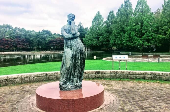 泉ヶ池 フロンズ像